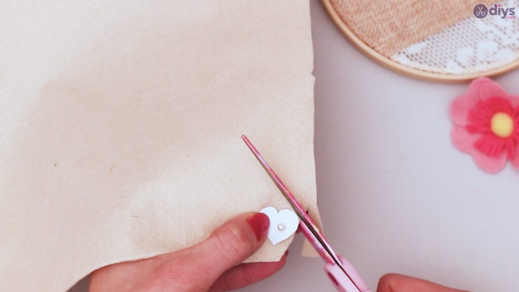 Diy embroidery hoop wall decor tutorial step by step (34)