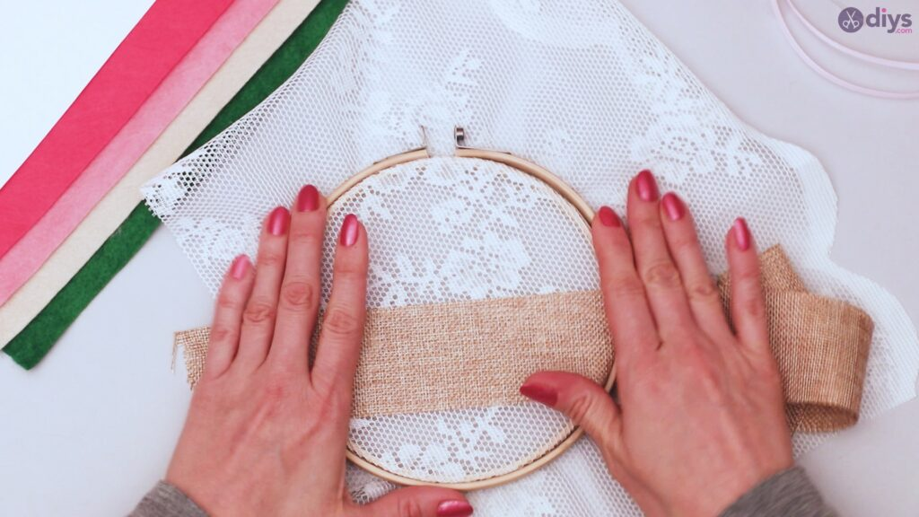 Diy embroidery hoop wall decor tutorial step by step (4)