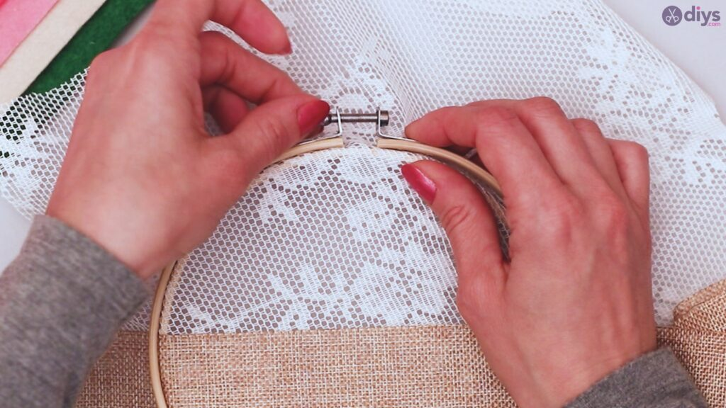 Diy embroidery hoop wall decor tutorial step by step (5)