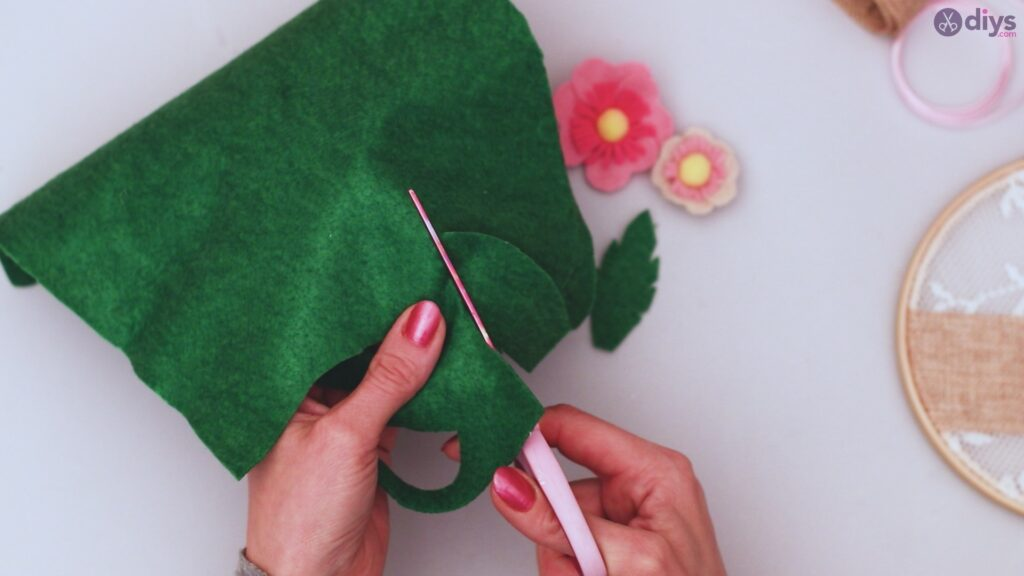 Diy embroidery hoop wall decor tutorial step by step (50)