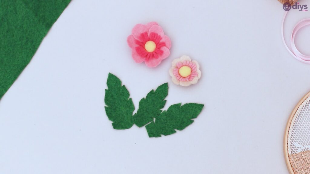 Diy embroidery hoop wall decor tutorial step by step (52)