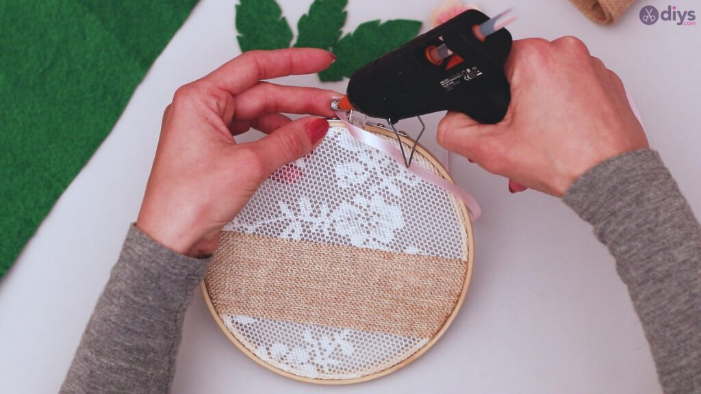 Diy embroidery hoop wall decor tutorial step by step (53)
