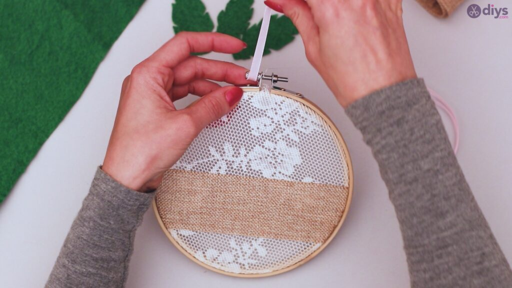 Diy embroidery hoop wall decor tutorial step by step (54)