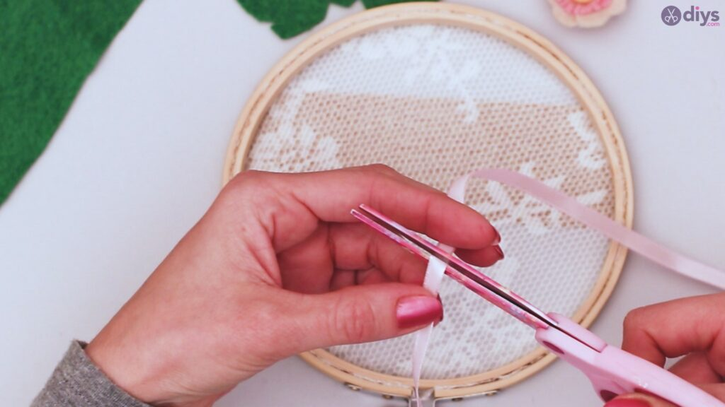 Diy embroidery hoop wall decor tutorial step by step (55)