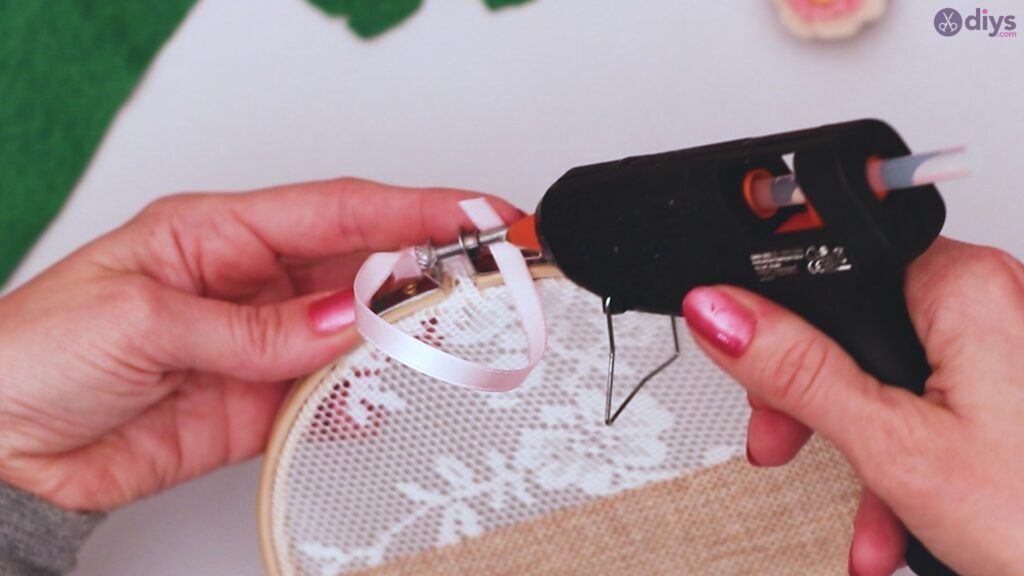 Diy embroidery hoop wall decor tutorial step by step (56)