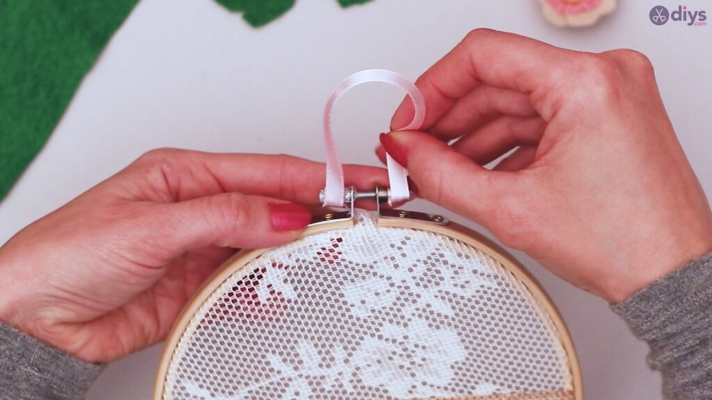 Diy embroidery hoop wall decor tutorial step by step (57)