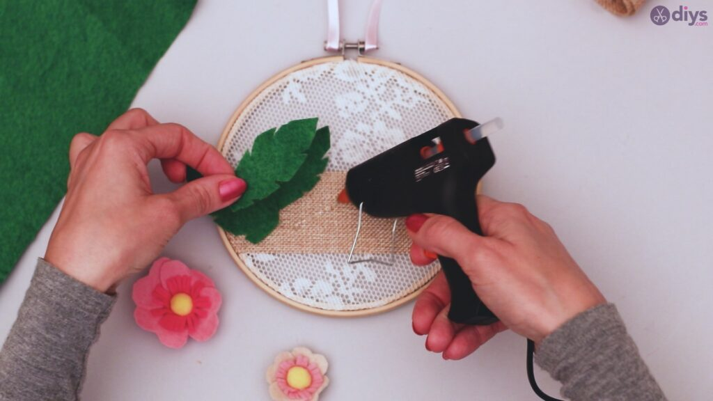Diy embroidery hoop wall decor tutorial step by step (58)