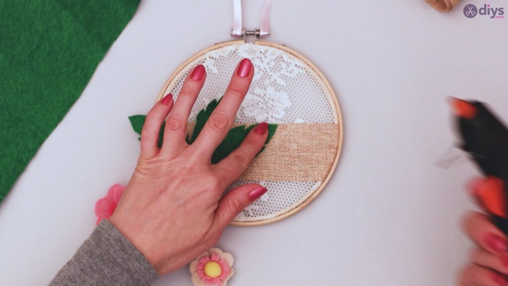 Diy embroidery hoop wall decor tutorial step by step (59)