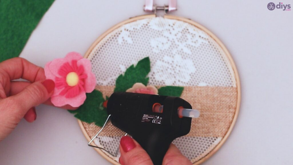 Diy embroidery hoop wall decor tutorial step by step (60)