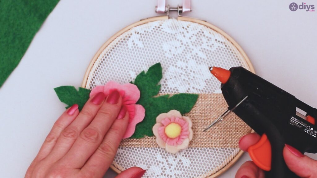 Diy embroidery hoop wall decor tutorial step by step (61)