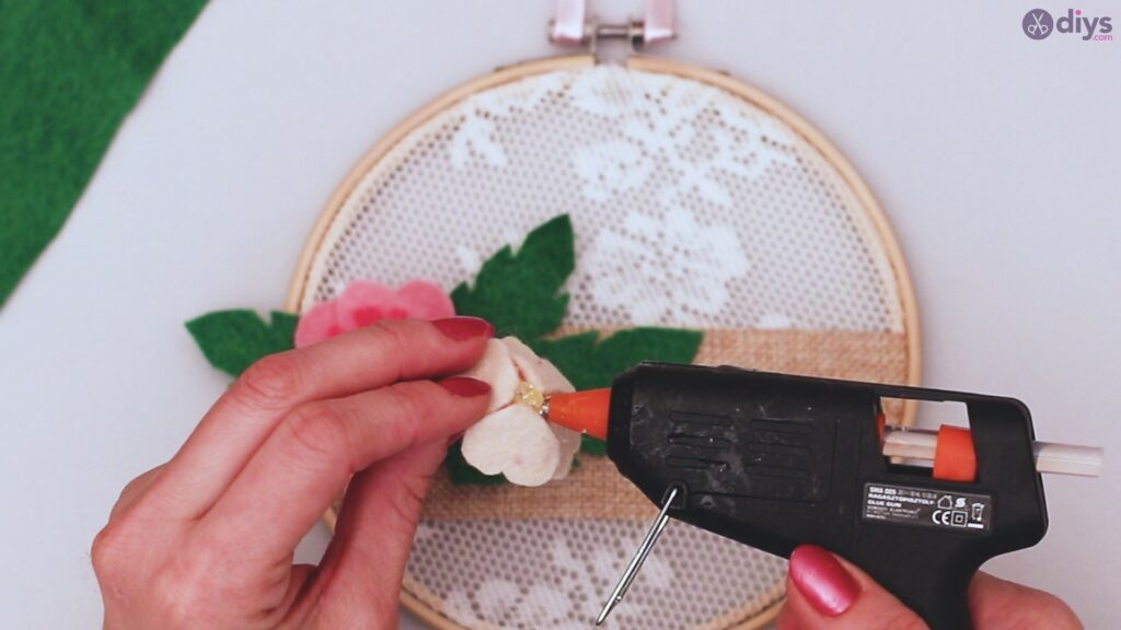 Diy embroidery hoop wall decor tutorial step by step (62)