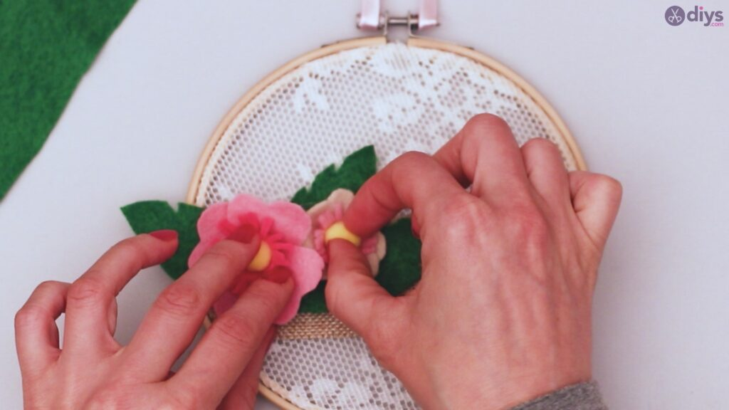 Diy embroidery hoop wall decor tutorial step by step (63)