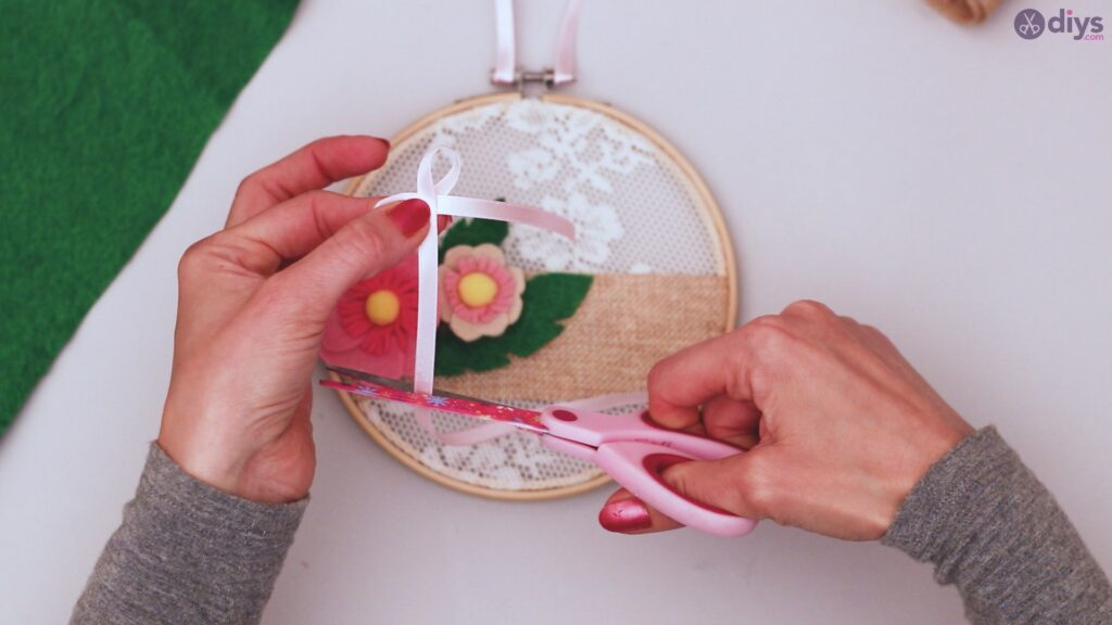 Diy embroidery hoop wall decor tutorial step by step (65)