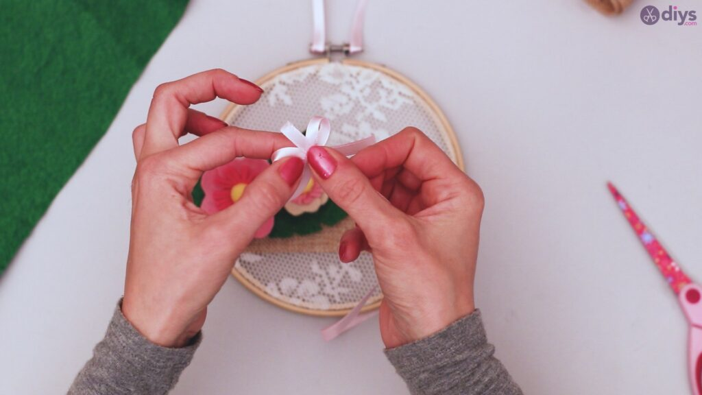 Diy embroidery hoop wall decor tutorial step by step (66)
