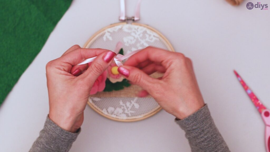 Diy embroidery hoop wall decor tutorial step by step (67)