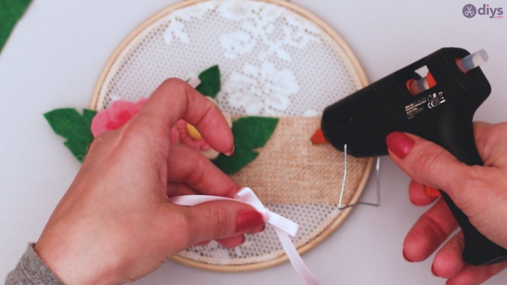 Diy embroidery hoop wall decor tutorial step by step (69)