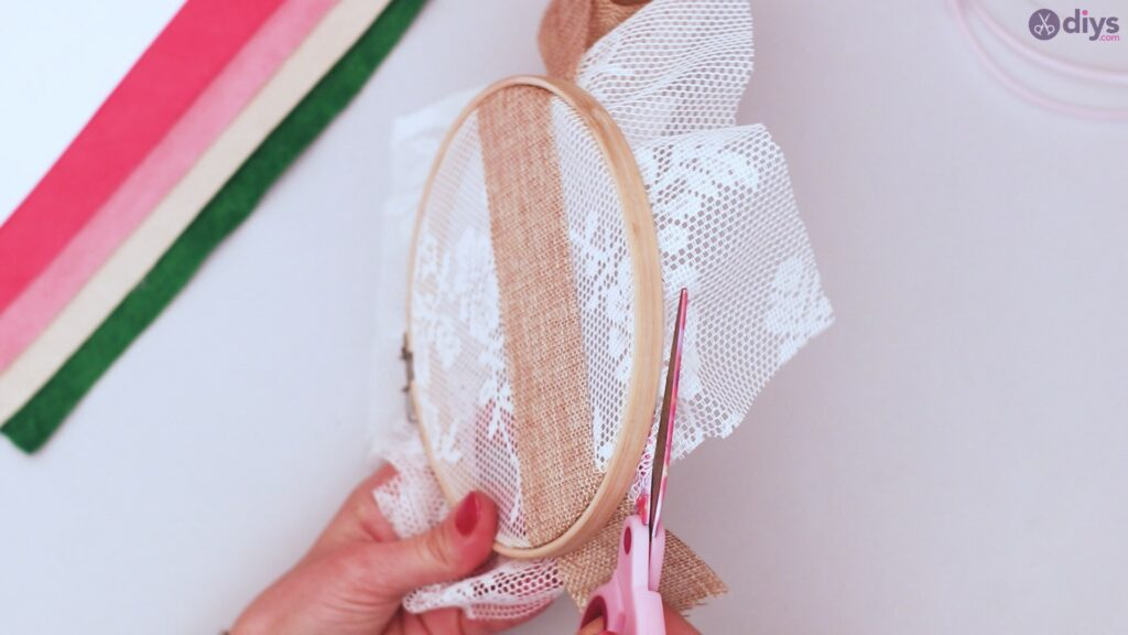 Diy embroidery hoop wall decor tutorial step by step (7)