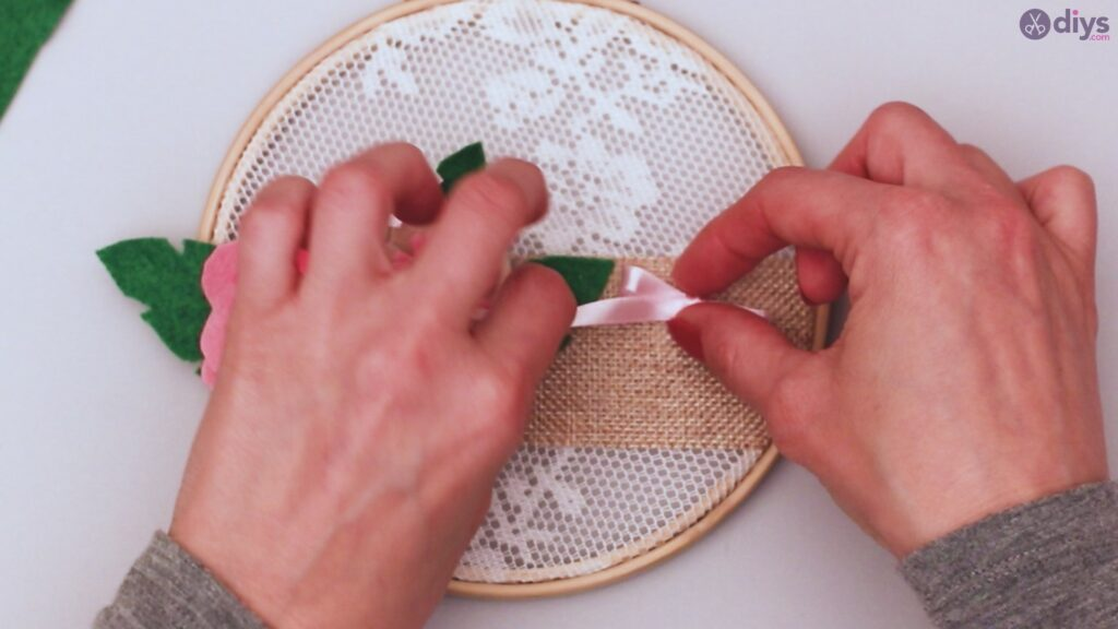 Diy embroidery hoop wall decor tutorial step by step (70)