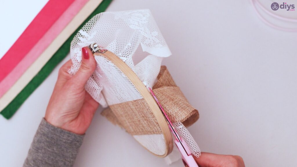 Diy embroidery hoop wall decor tutorial step by step (8)