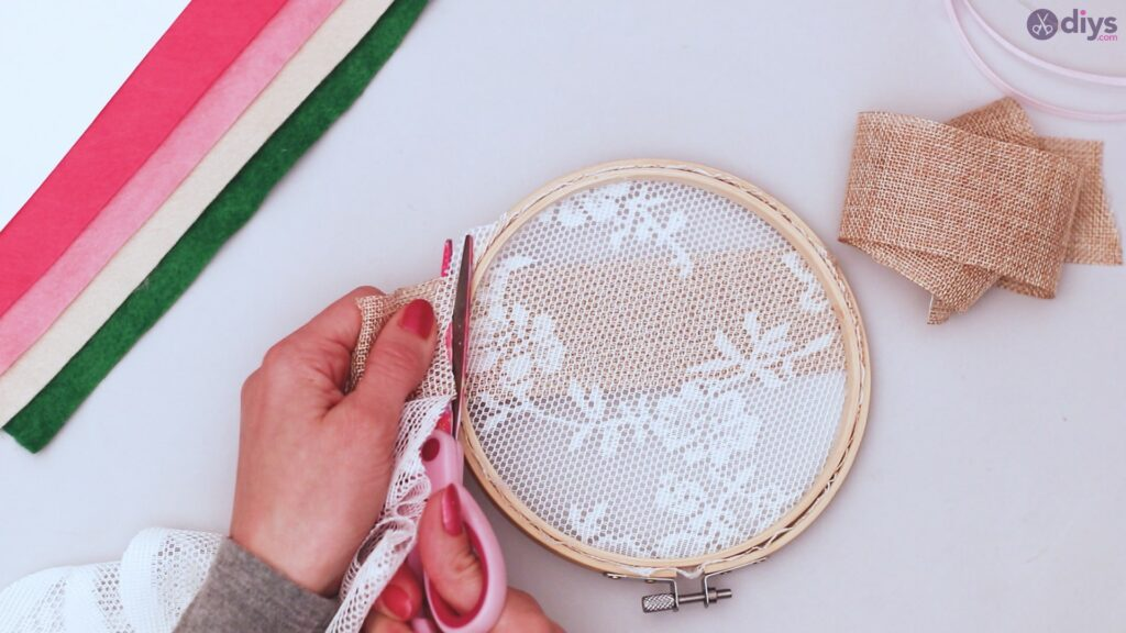 Diy embroidery hoop wall decor tutorial step by step (9)
