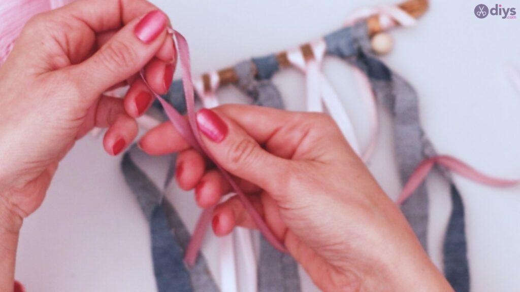 Diy ribbon wall hanging (11)