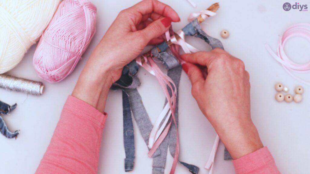 Diy ribbon wall hanging (13)