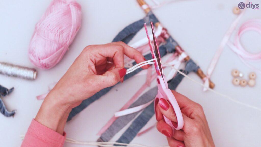 Diy ribbon wall hanging (20)