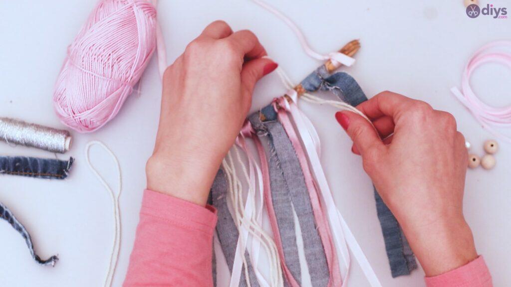 Diy ribbon wall hanging (23)