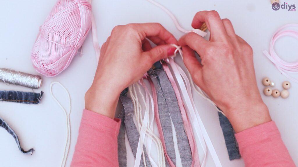 Diy ribbon wall hanging (24)