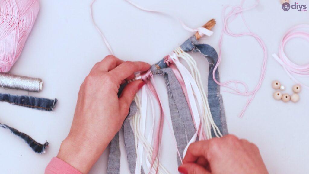 Diy ribbon wall hanging (30)