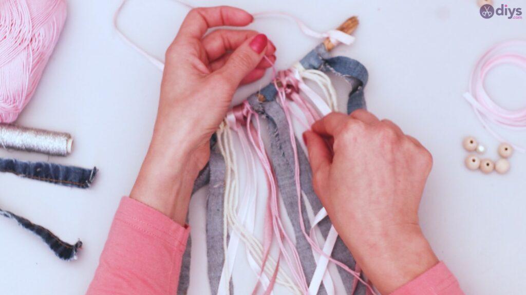 Diy ribbon wall hanging (31)