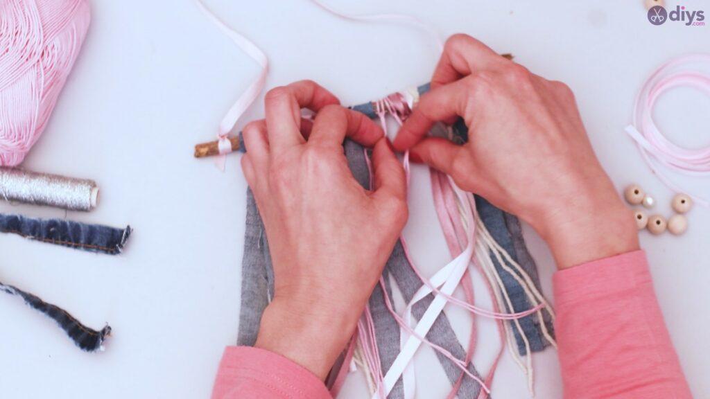 Diy ribbon wall hanging (32)