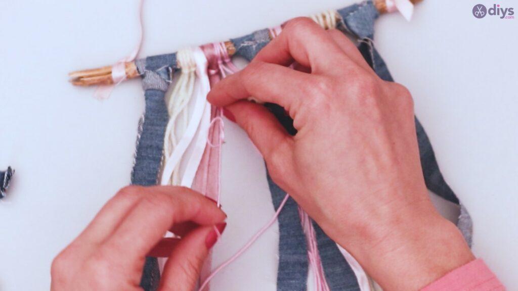 Diy ribbon wall hanging (33)