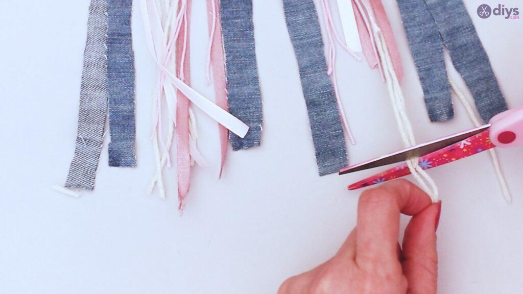 Diy ribbon wall hanging (39)