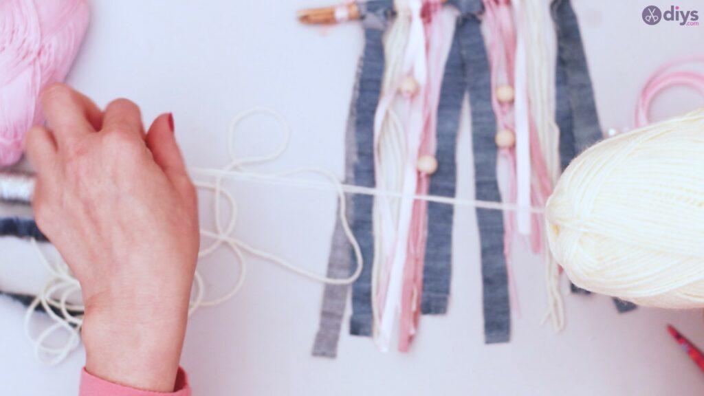 Diy ribbon wall hanging (40)