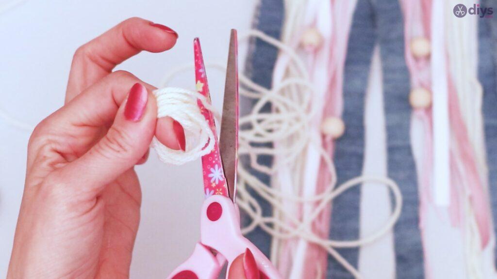 Diy ribbon wall hanging (45)