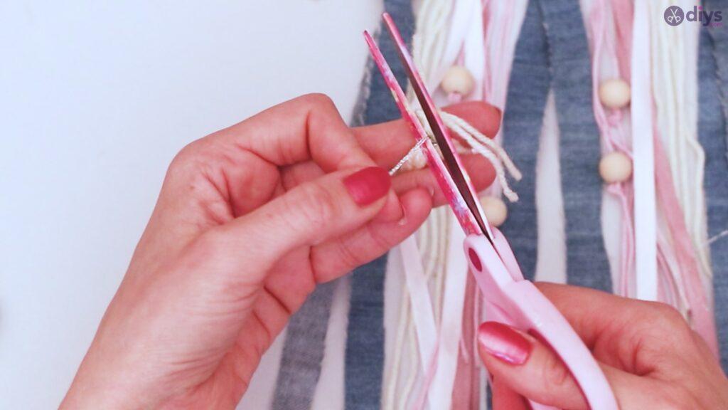 Diy ribbon wall hanging (53)