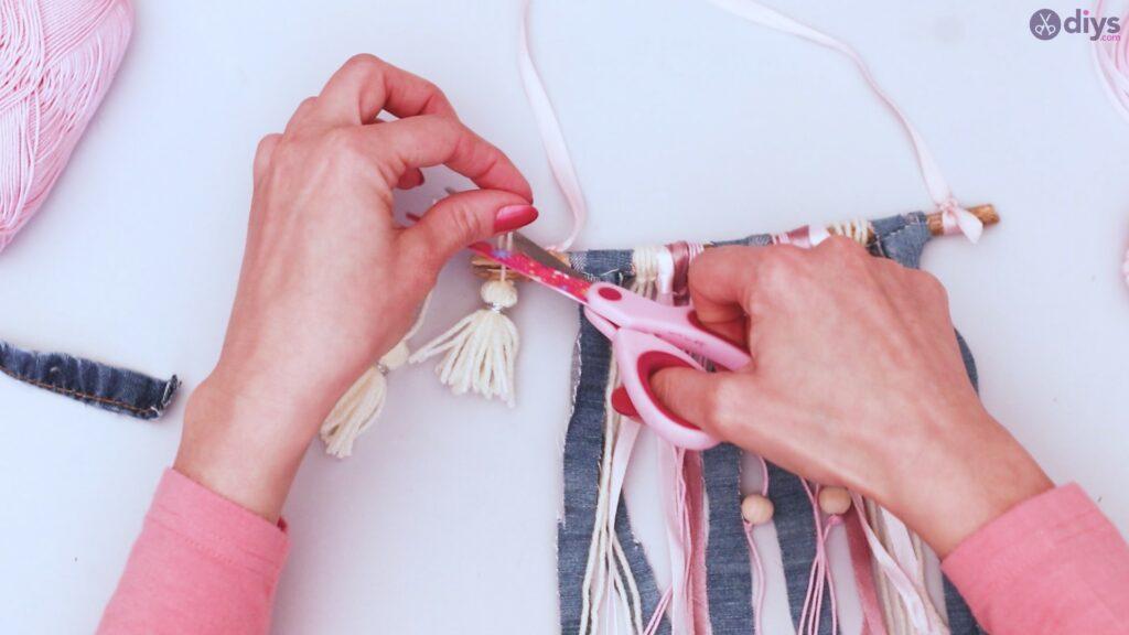 Diy ribbon wall hanging (58)