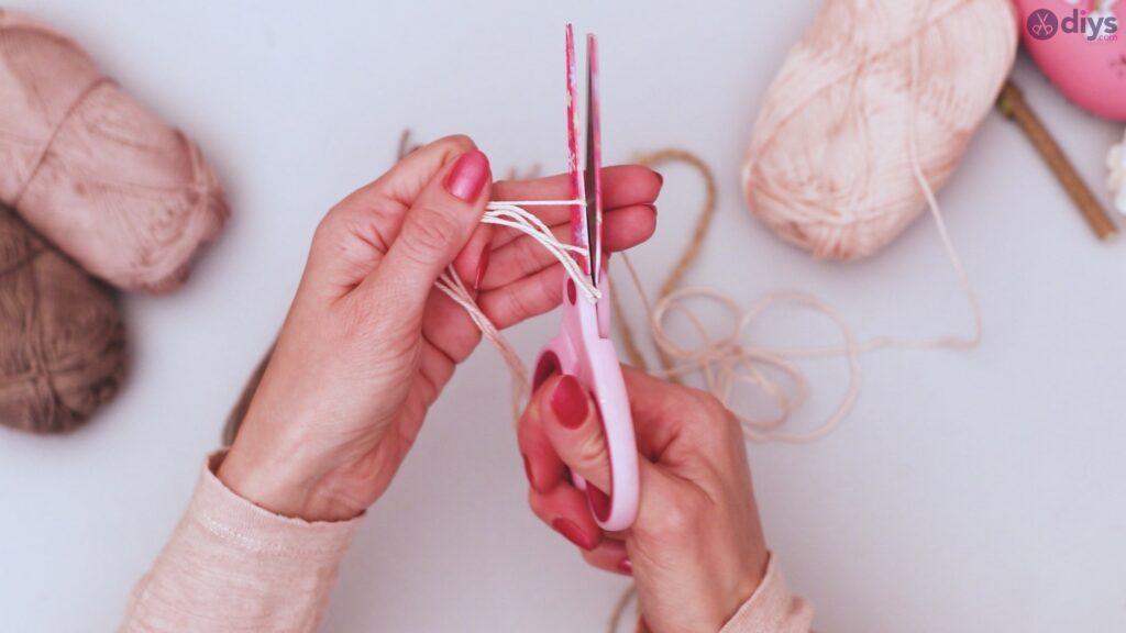 Diy yarn leaf wall decor tutorial (13)