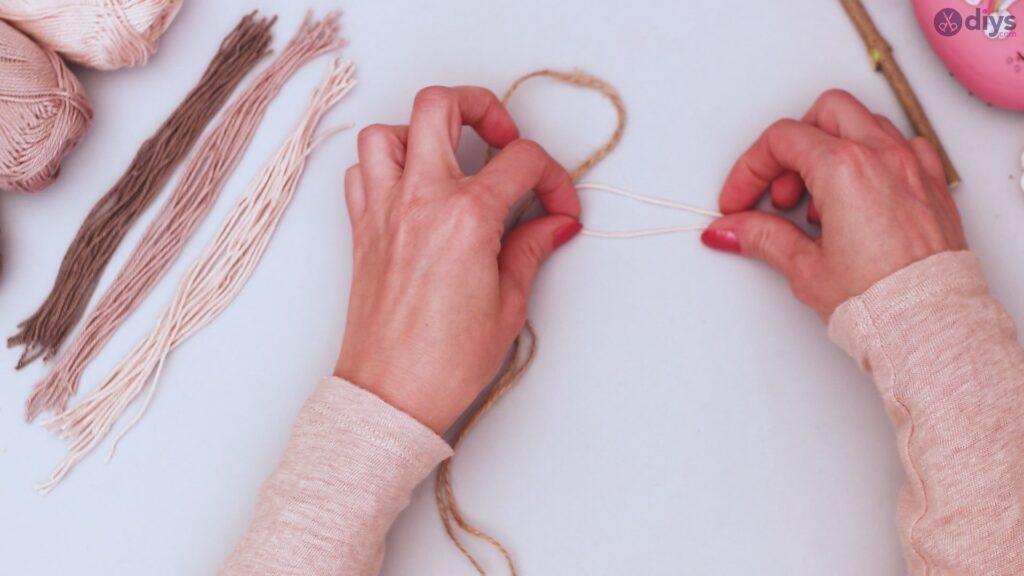 Diy yarn leaf wall decor tutorial (15)