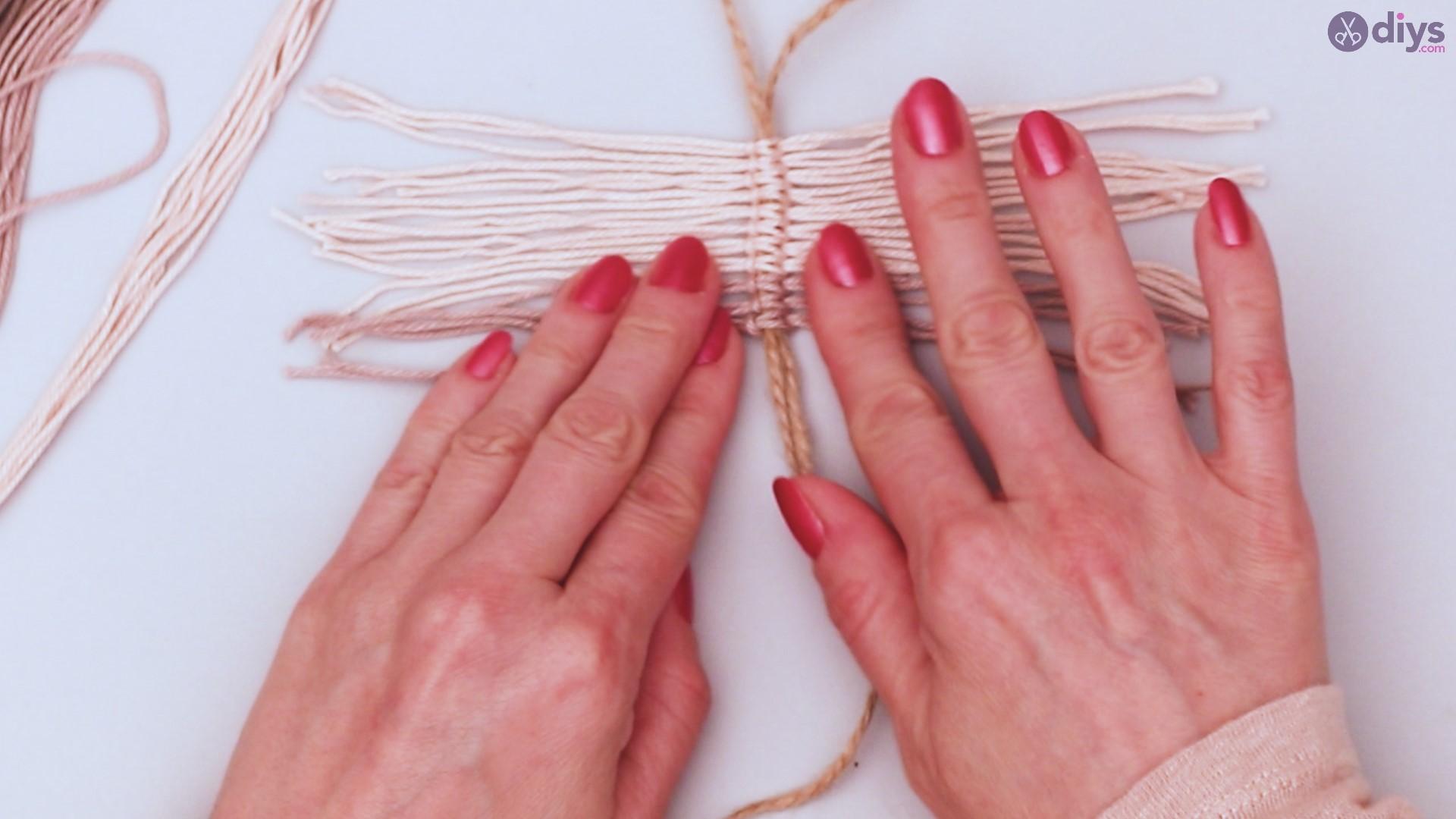 Diy yarn leaf wall decor tutorial (20)