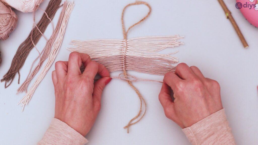 Diy yarn leaf wall decor tutorial (21)