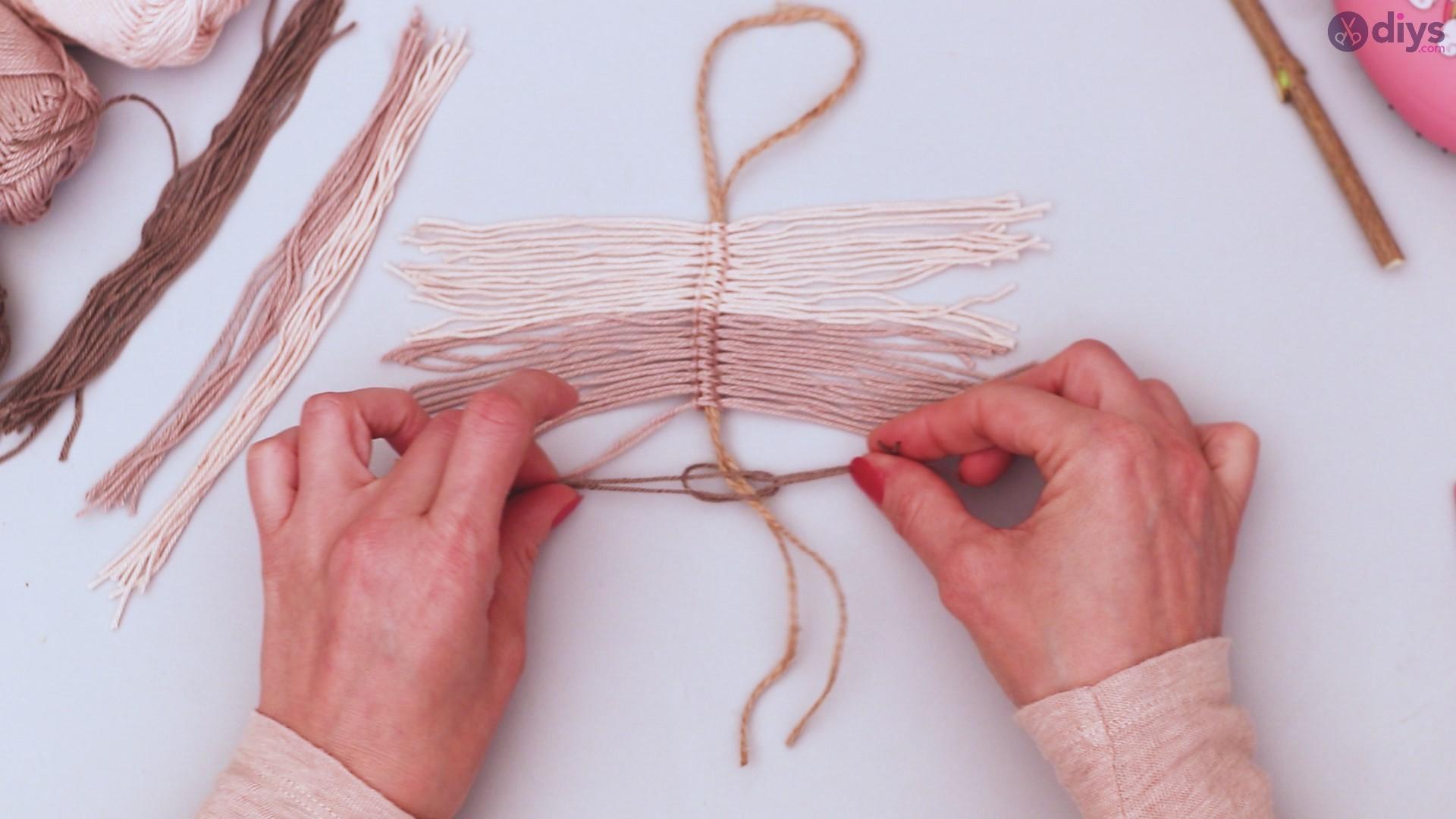 Diy yarn leaf wall decor tutorial (22)
