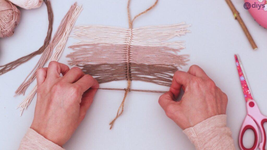 Diy yarn leaf wall decor tutorial (23)
