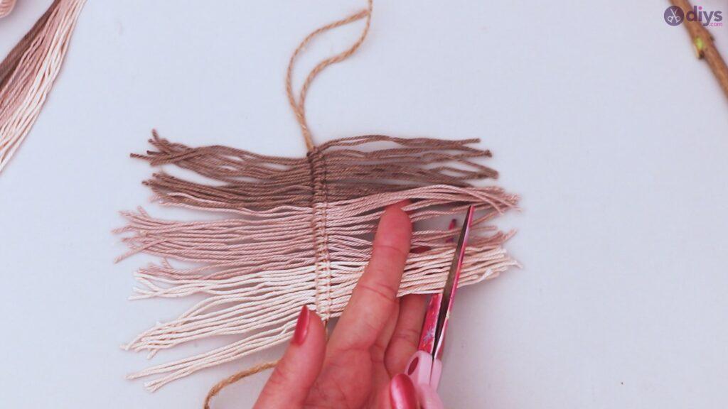 Diy yarn leaf wall decor tutorial (25)