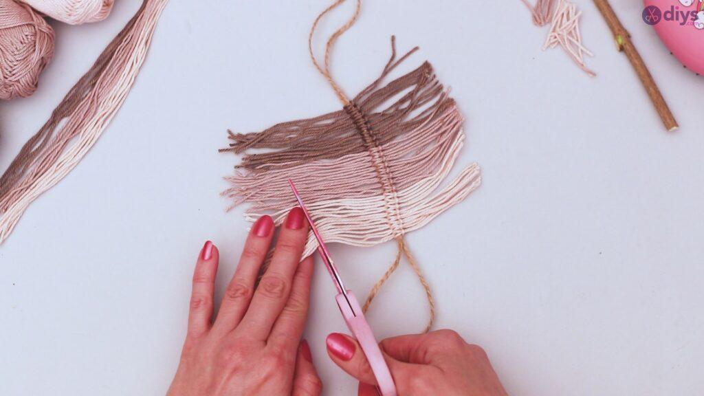 Diy yarn leaf wall decor tutorial (27)