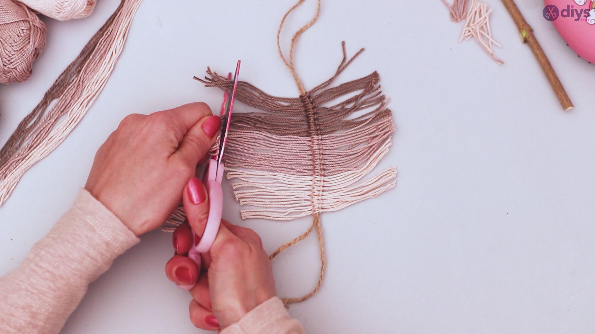 Diy yarn leaf wall decor tutorial (28)