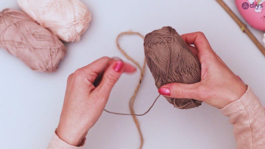 Diy yarn leaf wall decor tutorial (3)