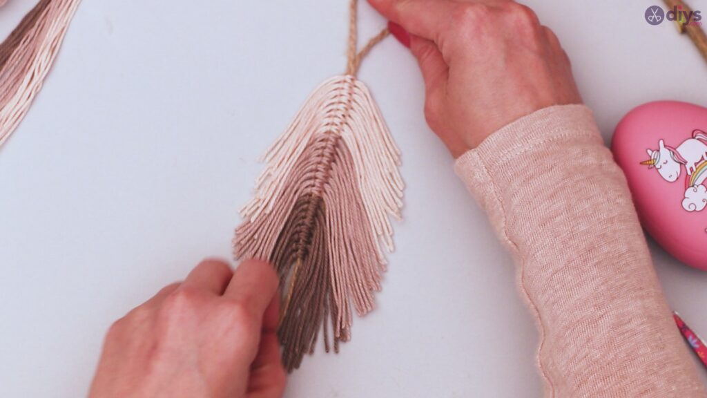 Diy yarn leaf wall decor tutorial (30)