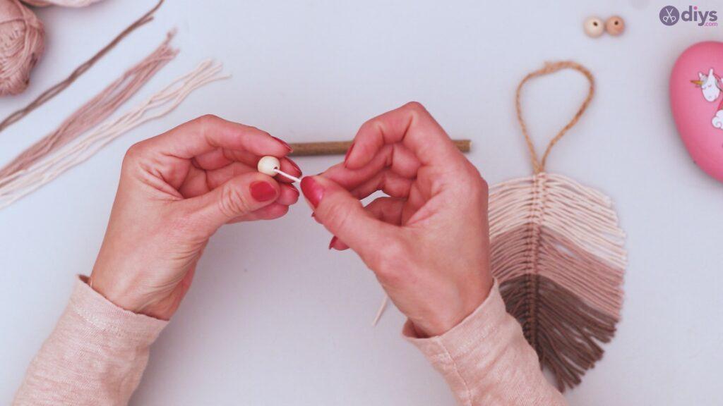 Diy yarn leaf wall decor tutorial (31)